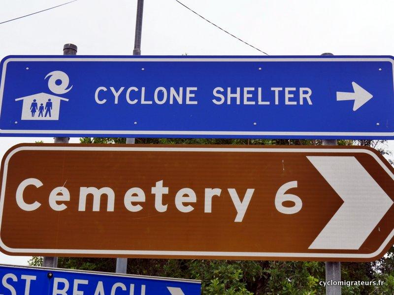 Si l'abri à cyclones s'envole, tout le monde au cimetière !
